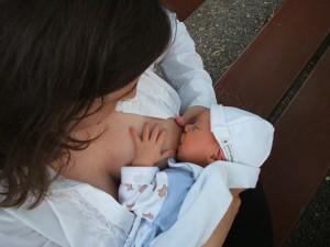 breastfeeding-2090396_640
