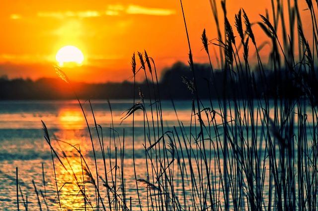 lake-696098_640